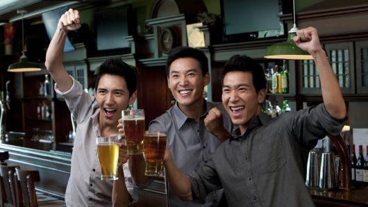 世盃期間酒喝多了? 宿醉頭痛怎解決